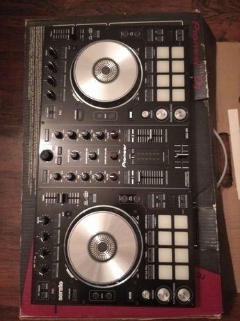 Zestaw dla DJ - kontrolator, mikrofony, lampa, urządzenie do dymu