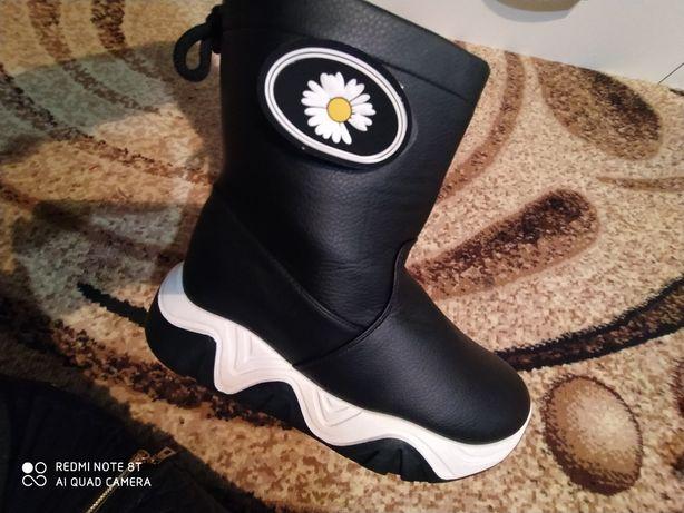 Продам зимові чоботи