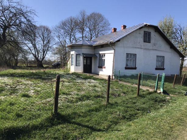 Цегляний будинок, 150 соток подвір'я, дах бляха-нержавійка