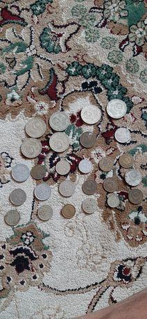 Продам  монеты ,  марки ,  предлагайте цену