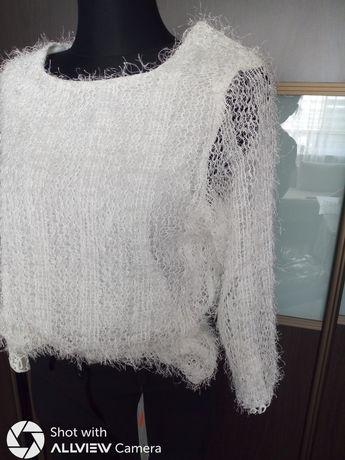 Sweter z nitkami