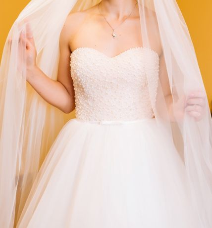 """Весільна сукня в чудовому стані, виріз """"серце"""", спідниця воланами"""