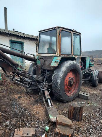 Продам трактор ЮМЗ 6 экскаватор. В рабочем состоянии. Двигатель шепчет