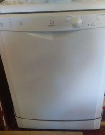 Посудомийна машинка індезіт
