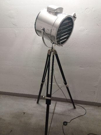 Lampa Loft podłogowa na trójnogu.