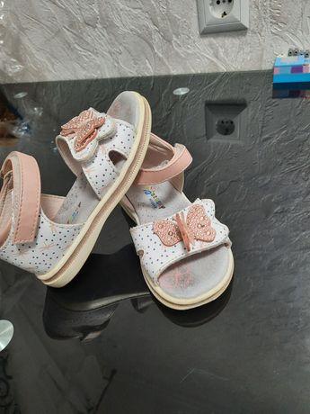 Дитячі босоніжки,Сандалі.взуття для дівчинки