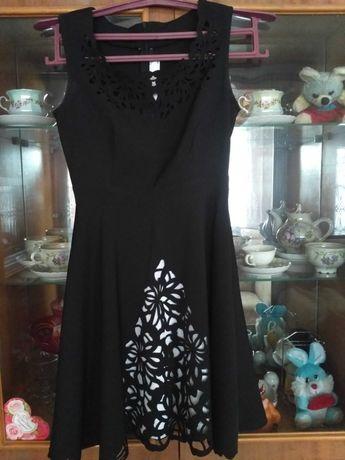 Нарядное платье в хорошем состоянии