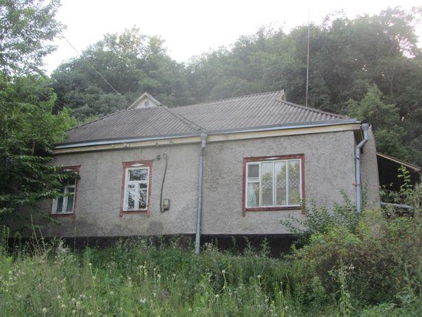 Дом на окраине города Хорол в живописной лесной местности