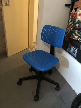 Cadeira de secretária para criança até 12 anos