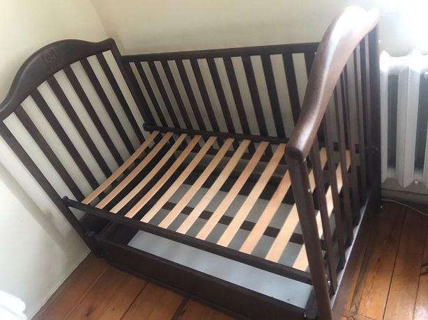 Дитяче ліжечко дерев'яне