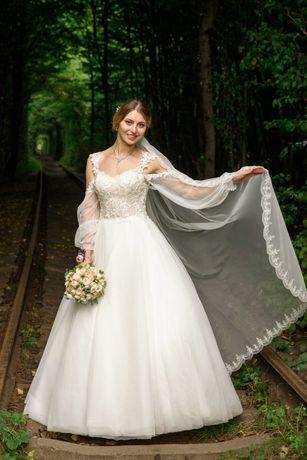 Весільна сукня світло - молочного кольору