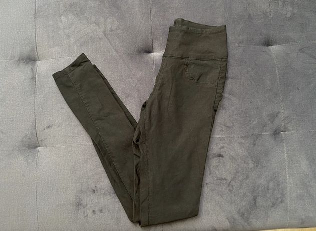 Czarne spodnie rurki s na gumie elastyczne h&M skinny z wysokim stanem