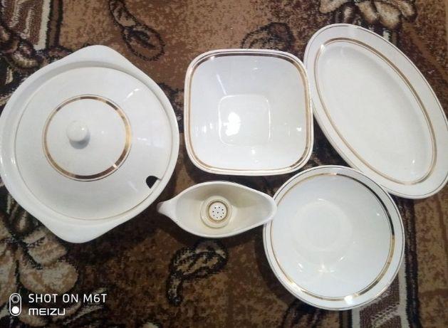 Продам вінтажний набір посуду Буди білий з золотим обідком