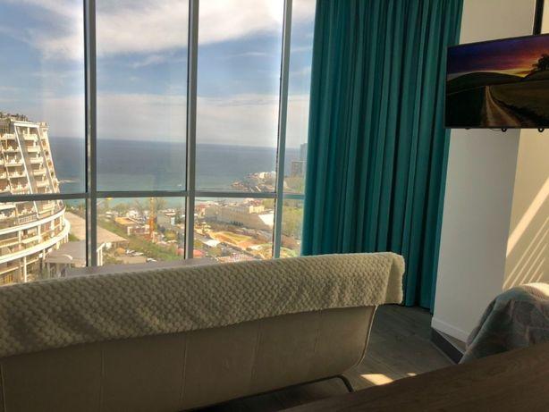 D) Шикарная квартира с панорамным видом моря !