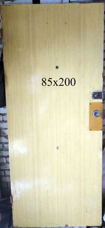 Продам б/у межкомнатные и входные двери