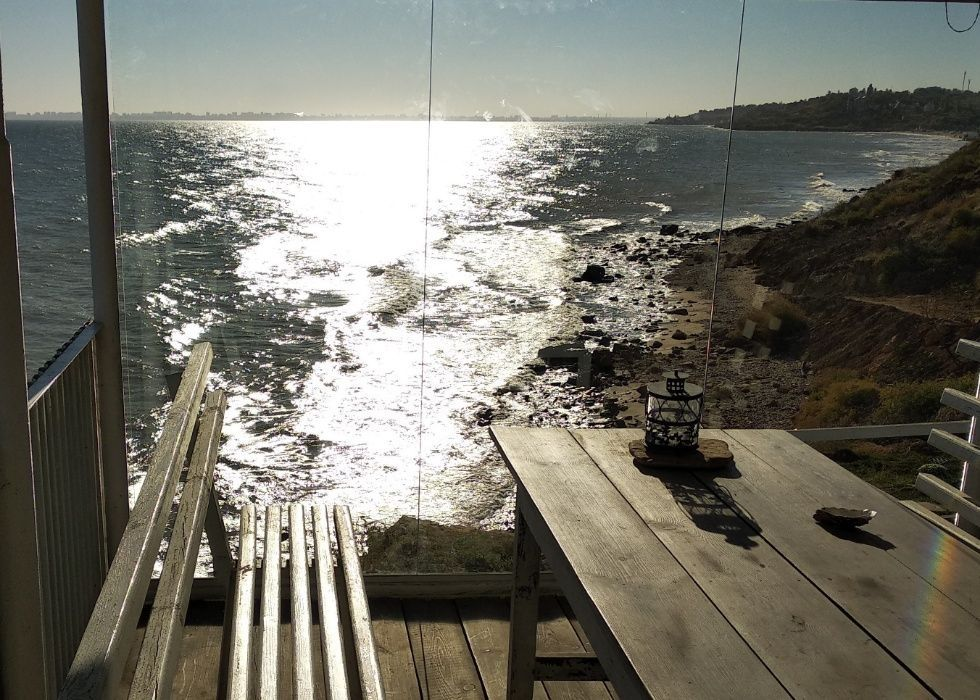 Дом на безлюдном диком берегу моря-1