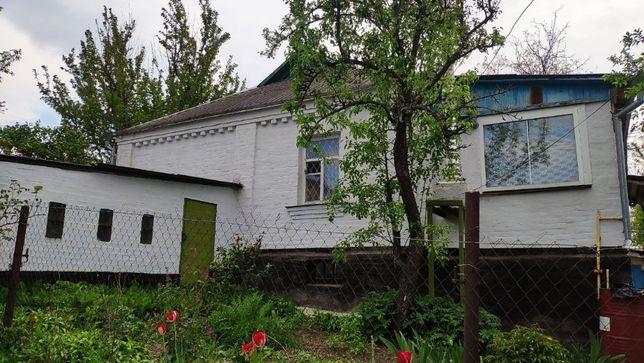 Будинок з садом та ділянкою