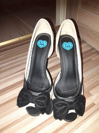 Kremowo-czarne szpilki