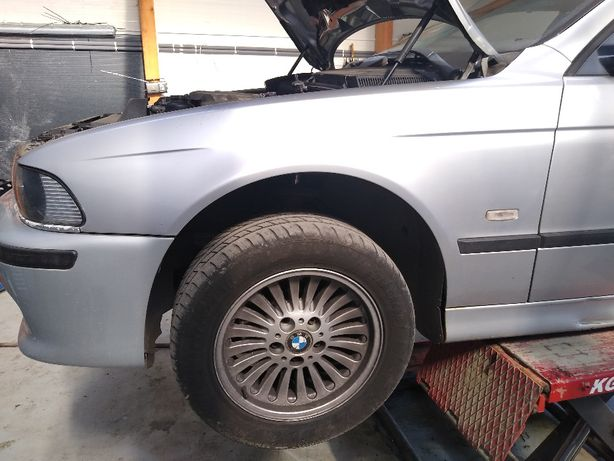 BMW e39 Błotnik lewy przód Arktissilber