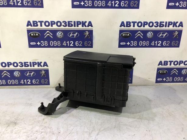 корпус под аккумулятор Volkswagen Caddy