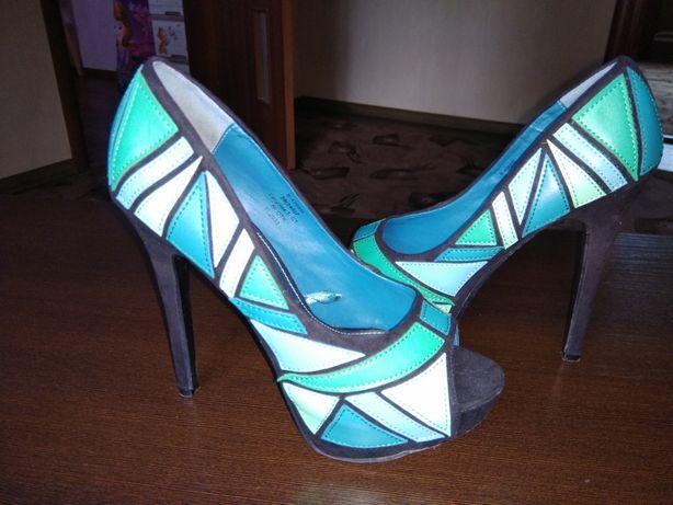 Туфли (босоножки) на каблуке
