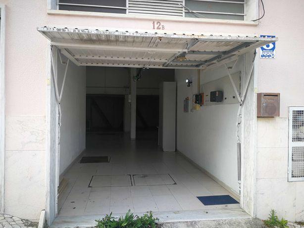 Armazém-garagem 160m2