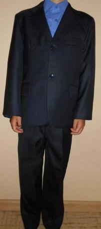Продам школьный костюм-тройку для мальчика.