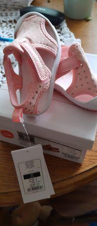 Sandałki różowe Smyk rozm.20, lekkie