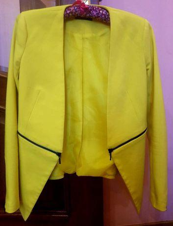Женский пиджак облегающий