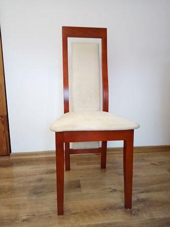 Krzesła drewniane z pokrowcami