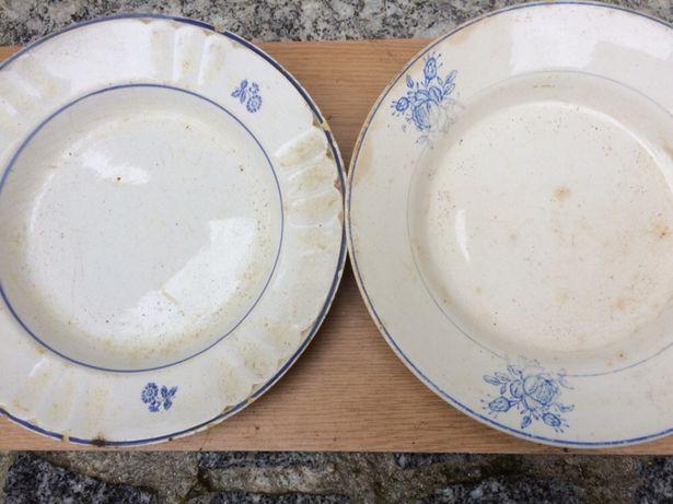 Vários pratos antigos