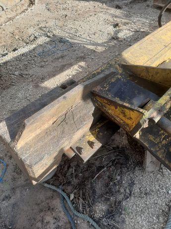 Rachador de lenha para retro escavadora