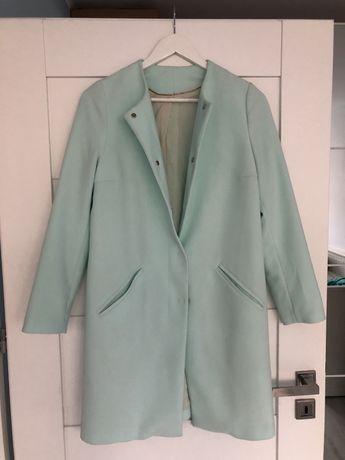 Benetton mietowy płaszczyk, plaszcz zapinany na guziki rozm 38/M