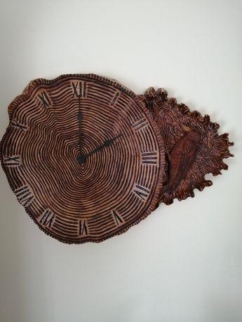 Zegar drewniany ręcznie rzeźbiony