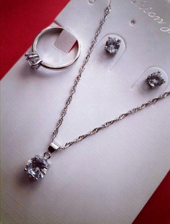 Nowy komplet biżuterii srebrnej z wybitą próbą srebra 925