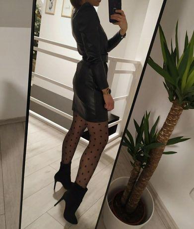 Czarna mini sukienka imitująca skórę