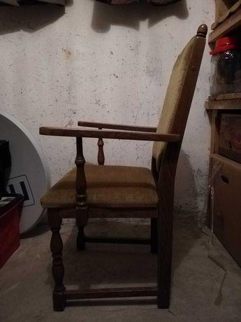 Solidne, drewniane krzesło