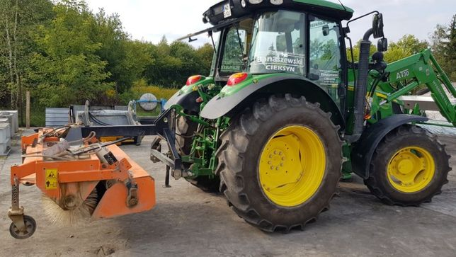 Wynajem zamiatarki traktor beczka na wodę pług zamiatanie usługi