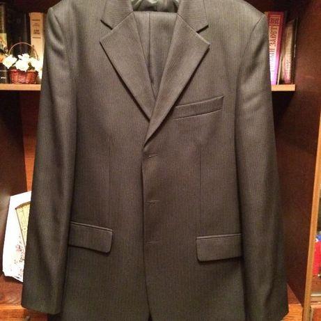 Продам мужской молодежный костюм