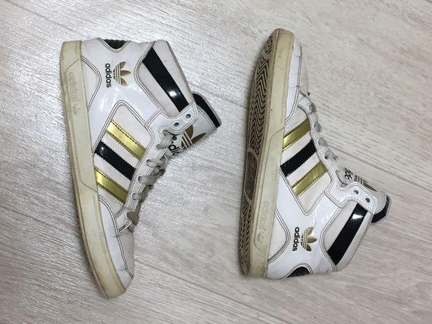 Продам утепленные кроссовки Adidas (оригинал), р. 38 (24,5 см)