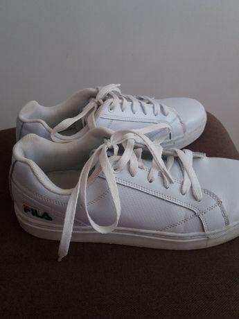 Взуття 42розмір для підлітків.