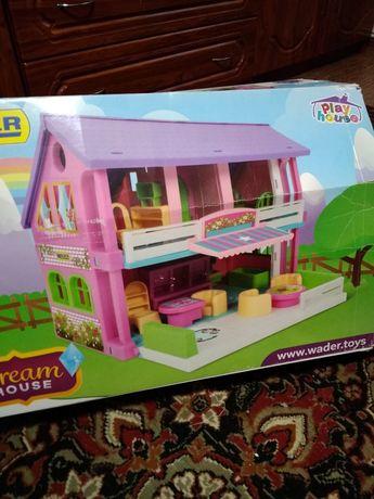 Продам кукольный домик.Цена договорная