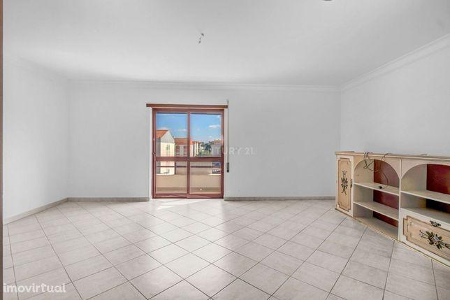 Excelente apartamento Duplex T3 + 2 com box na Cidade Nova
