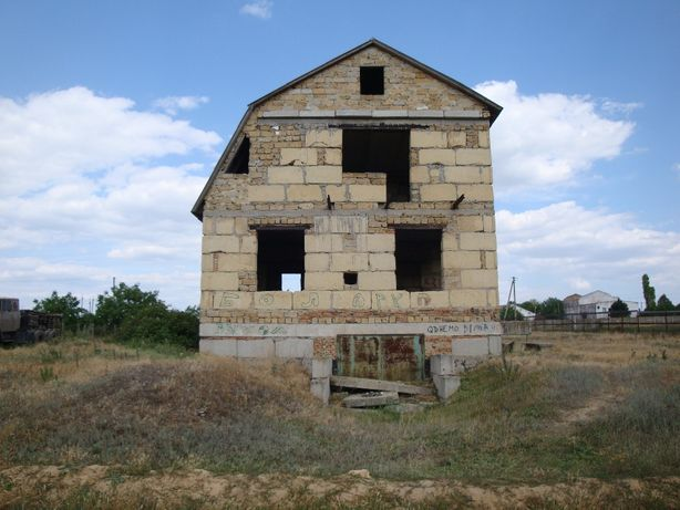 продам дом в четырех уровнях в пгт Болгарка