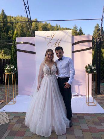 Продається шикарна весільна сукня