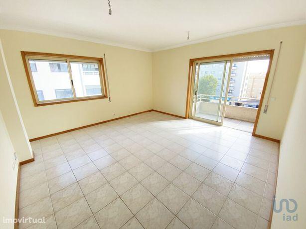 Apartamento - 65 m² - T1