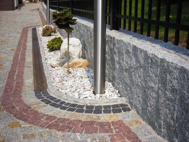 Palisada cięto-łupana 70cm kostka brukowa granitowa ziemia podmurówka