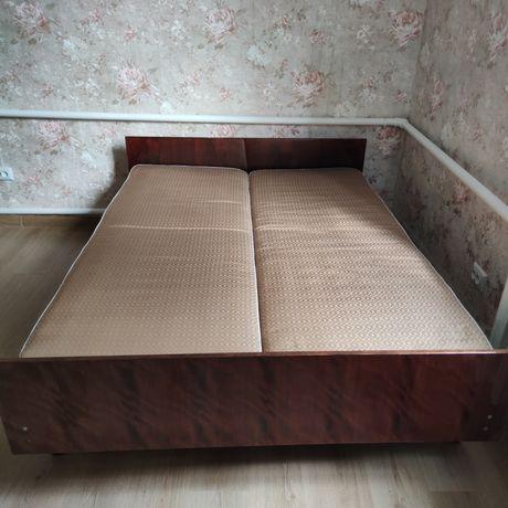Ліжко двохспальне дерев'яне