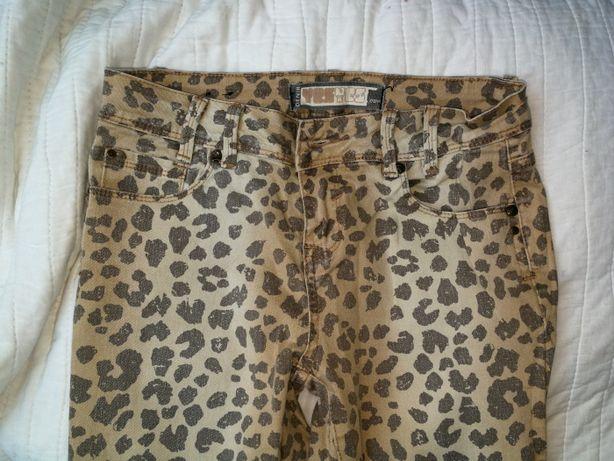 Jeansy w modny wzór panterka w rozmiarze xs/s