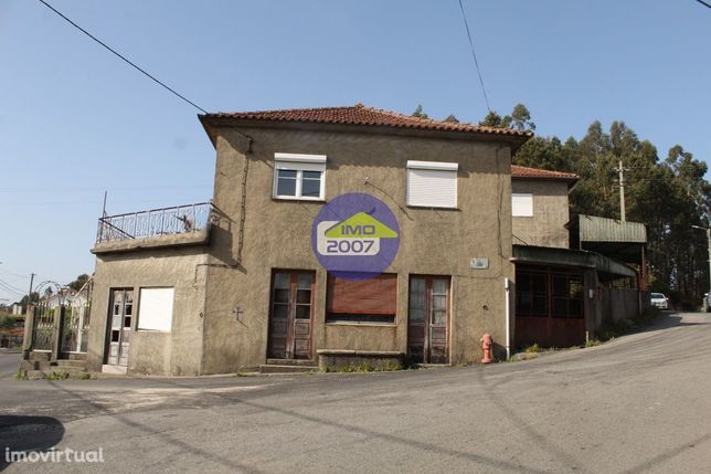 2 Casas + terreno em Lobão